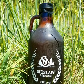 Siuslaw Brewing_Growler in field